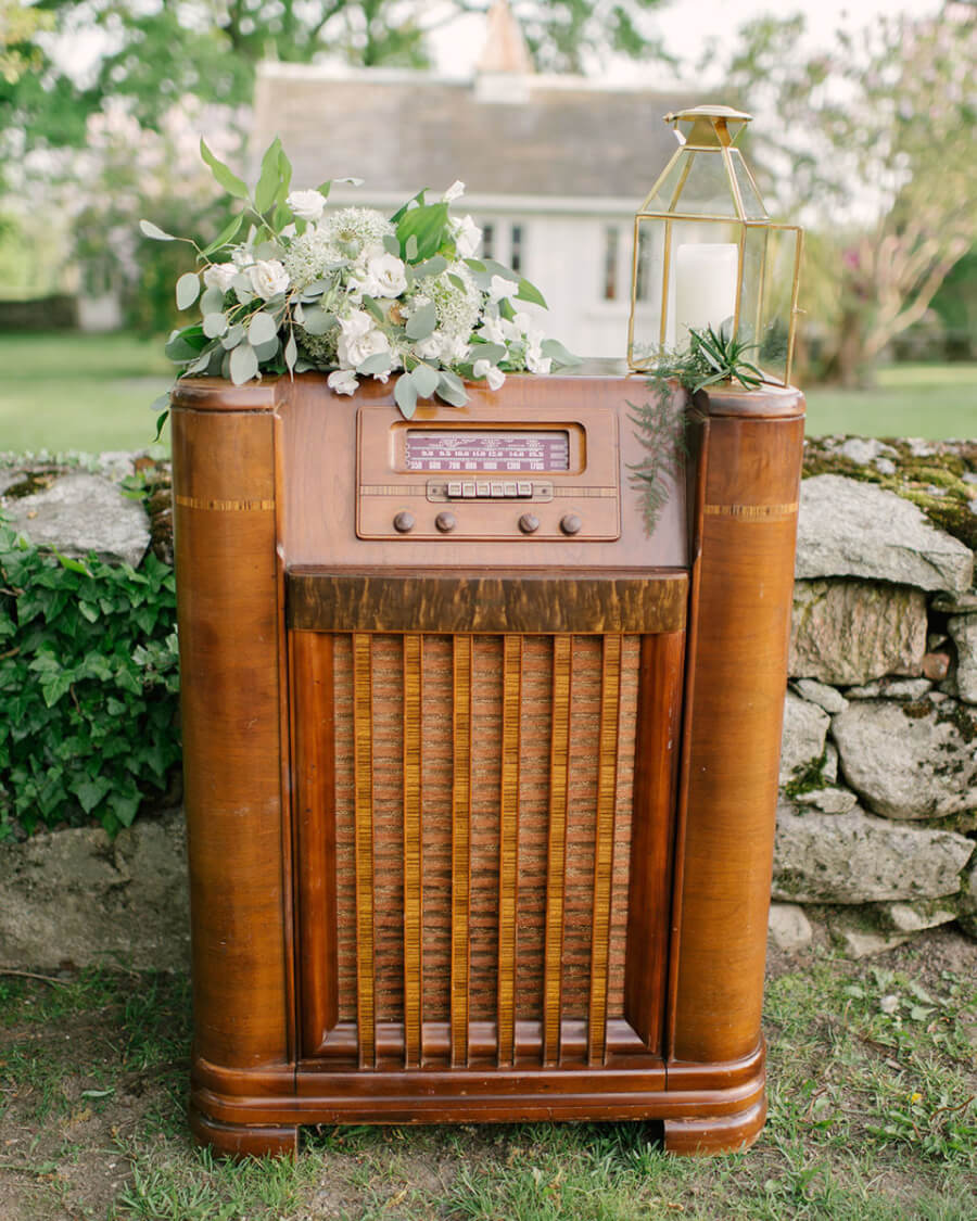 Antique Floor Radio | Uniquely Chic Vintage