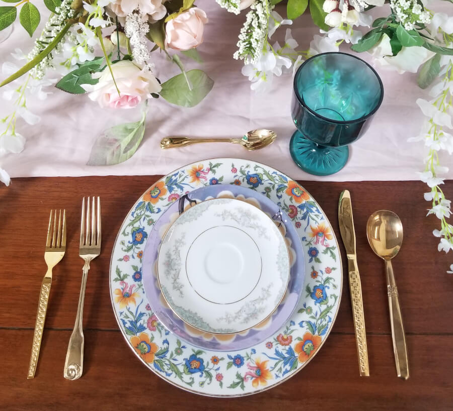 Place Settings | Uniquely Chic Vintage Rentals