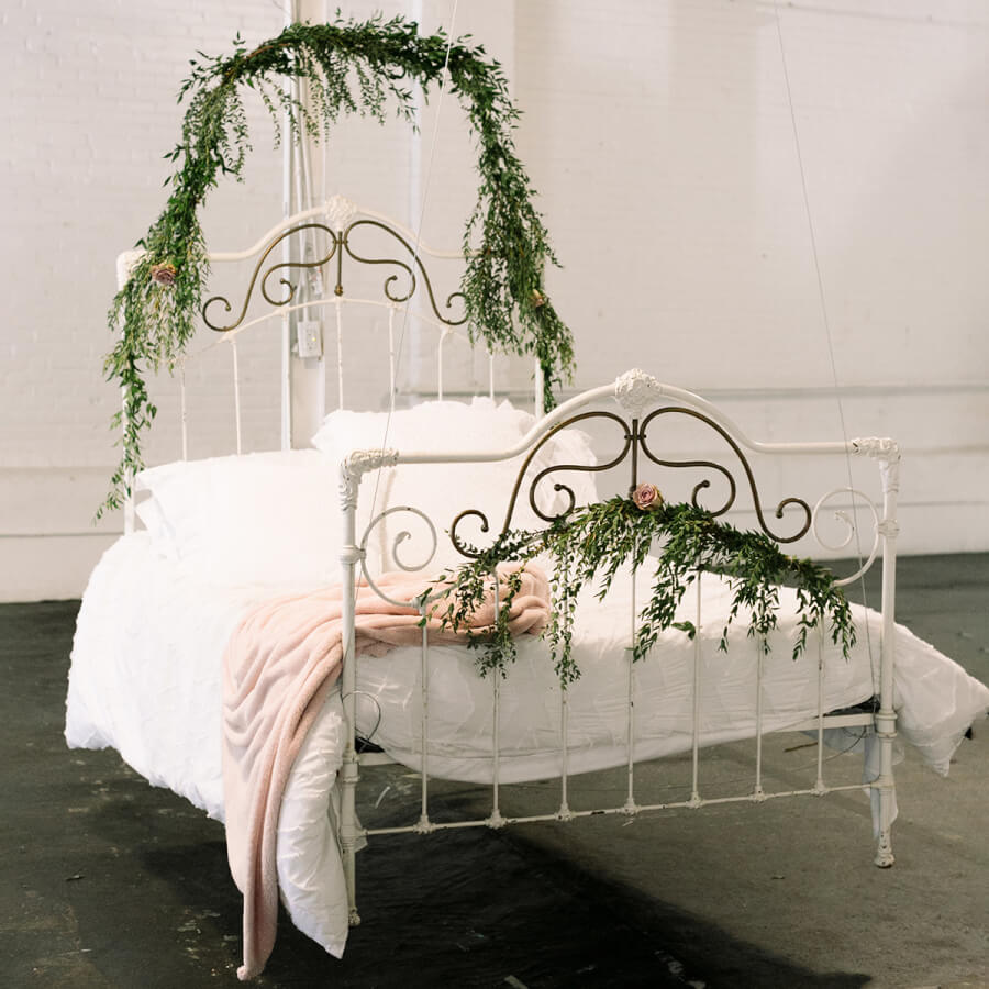Floating Swing Bed | Uniquely Chic Vintage Rentals
