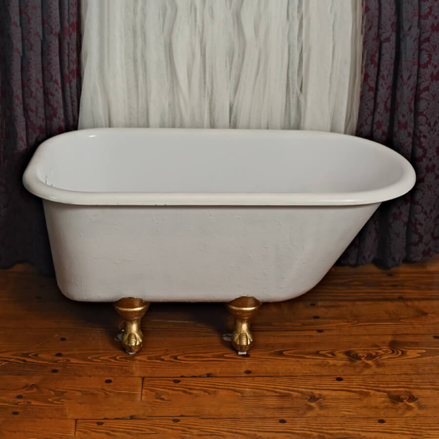 White Clawfoot Tub | Uniquely Chic Vintage Rentals